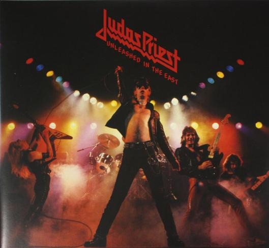 Rob Halford en la portada del famoso Unleashed in the East de Judas Priest